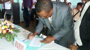 Signature du « Toky nomena » ou charte de bonne conduite pour les candidats aux législatives de la Région Itasy (25 avril 2019).